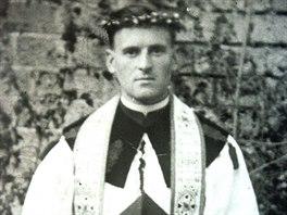 Páter Richard Henkes na dobové fotografii.