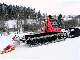 Rolbař musí chytit tu správnou chvíli, aby sníh nebyl přemrzlý a místo...