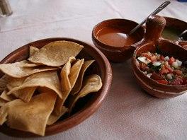 I když zdaleka ne všechna jídla pálí, na stole nikdy nechybí pikantní salsa.
