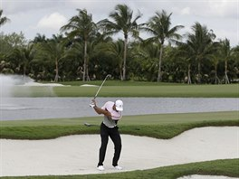 TRÉNINK. Golfista Tiger Woods se připravuje na turnaj Cadillac Championship ve...