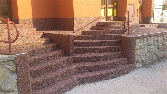 V�te, jak spr�vn� polo�it kamenn� koberec a p�itom neprod�lat?