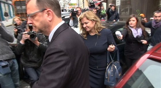 Listopad 2013: Petr Nečas a jeho čerstvá manželka Jana Nečasová odchází od...