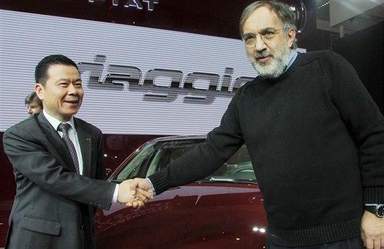 Sergio Marchionne a Zheng Xiancong, prezident GAC Group, se kterou Fiat vyr�b� ...