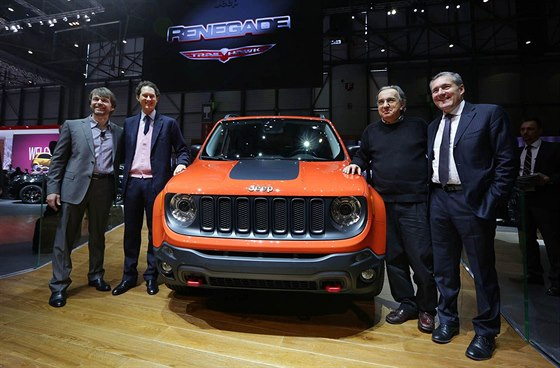 Mike Manley (��f Jeepu), John Elkann (prezident Fiatu), Sergio Marchionne a...