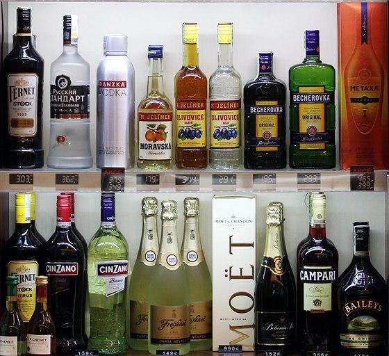 Nabídku alkoholu v kiosku ve Sněmovně.