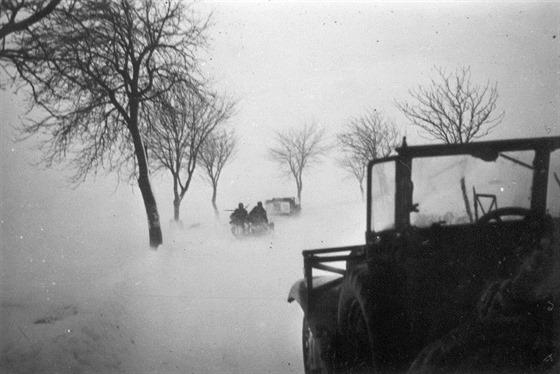 Jednotky motorizované 29. pěší divize postupují Vysočinou směrem na Německý Brod.