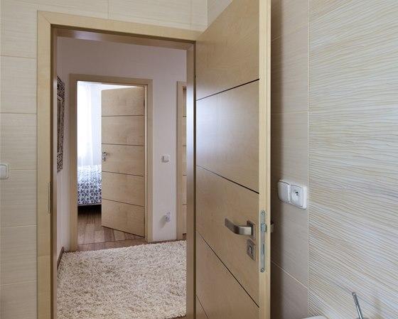 Dveře Alegro s klima úpravou se vzhledem nijak neliší od ostatních dveří v bytě.
