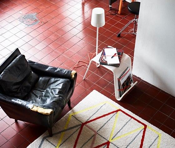 Odkl�dac� stolek v�m umo�n� p�esunout pracovn� m�sto tam, kam pot�ebujete.