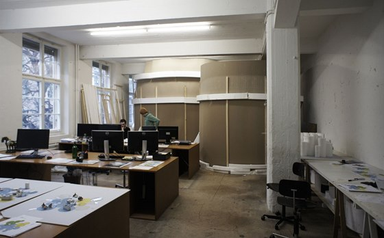 V ateliéru si nechal Christian Kerez postavit dva moduly ve velikosti 1 : 1.