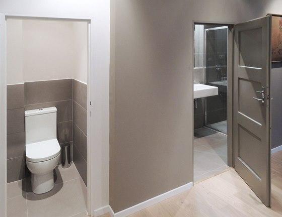 Toaleta a koupelna. Umístění i dispozice koupelny byla oproti původnímu stavu