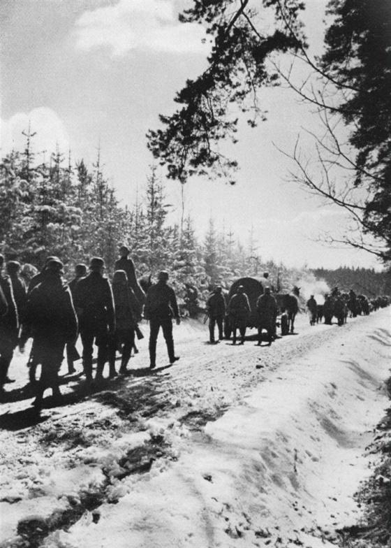Patnáctý březen 1939 ráno – německé pěší jednotky pochodují po zasněžených cestách do čs. vnitrozemí.