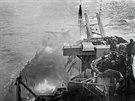 Americká bitevní loď USS Nevada po zásahu kamikadze