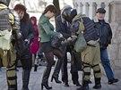 Bezpečnostní kontroly v Simferopolu (17. března 2014)