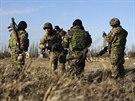 Ukrajinští vojáci v Chersonské oblasti na pomezí Krymu a Ukrajiny  (17. března...