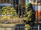 Ru�t� voj�ci v Simferopolu (19. b�ezna 2014)