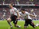 G�OOL. Hlavn� postavy Liverpoolu - kapit�n Steven Gerrard, kter� pr�v� prom�nil