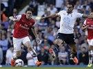 ŠLAPÁK. Tomáš Rosický fotbalisty Tottenhamu často proháněl. Fauluje ho Nacer