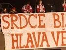Fanoušci pardubických hokejistů při rozhodujícím souboji se Slavií.