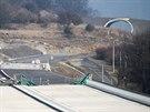 Stavba posledního úseku dálnice D8 u Litochovic kvůli sesuvu stojí.