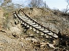 Sesuv také přerušil železniční trať mezi Lovosicemi a Teplicemi v úseku Úpořiny...