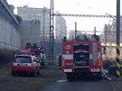 Hasiči likvidují požár polystyrenu blízko pražského hlavního nádraží