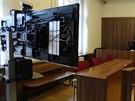 Soudce obžalované či svědky zpovídá pomocí videokonference. Okresní soud v