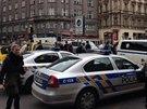 Kvůli možné výbušnině v pobočce banky policie uzavřela část Václavského náměstí, Jindřišskou a Vodičkovu ulici v Praze