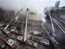 Hasiči zasahují u pádu budovy v newyorské čtvrti Harlem (12. března 2014)