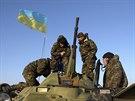 Ukrajinští vojáci hlídkují na bezpečnostním stanovišti ve vesnici Salkovo...
