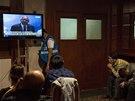 Příbuzní pasažérů ze ztraceného letounu sledují projev premiér Malajsie Najiba