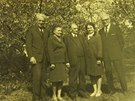 Zleva rodi�e pana Nekvindy Franti�ek a Bo�ena, pan Vojt�ch a teta se str�cem z