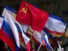 Krymsk�, rusk�, sov�tsk�. Vlajky nad Simferopolem po referendu, v n�m� se obyvatel� vyj�d�ili pro vstup do Rusk� federace.