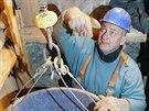 Stavaři připravují důl Bohumír, musí zpevnit stěny i stropy.