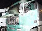 Požár nákladního vozidla a návěsů v Černožicích na Královéhradecku (10. 3. 2014)