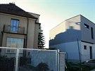 Nov� d�evostavba v Brn� na Lesn� vznikla p��li� bl�zko rodinn�ho domu (vlevo).