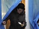 Obyvatel� Krymu v referendu rozhoduj� o budoucnosti polostrova (16. b�ezna 2014)