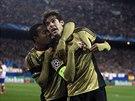 MILUJI AC MILÁN. Brazilský ofenzivní záložník Kaká ukazuje po svém gólu na logo...
