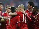 BAVORSKÁ RADOST. Fotbalisté Bayernu Mnichov se radují ze vstřeleného gólu.