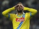 NEPORMĚNIL. Útočník Gonzalo Higuaín z Neapole se na sebe zlobí po neproměněné...
