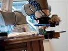 Přísavka je jen jedním z nástrojů, které robot používá. Další lze vytvořit na...