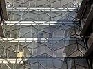 Opláštění budovy tvoří takzvané modulová fasáda, která se v blocích montuje