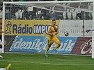 Karol Karlík krátce poté, co vstřelil gól v utkání s Teplicemi.