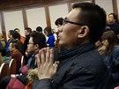 Příbuzní čínských cestujících ztraceného letadla už tři dny čekají v hotelu...