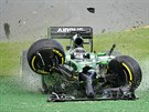Kamuj Kobajaši z Caterhamu zničil svůj vůz už na startu Velké ceny Austrálie.