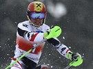 Marcel Hirscher na svahu v Lenzerheide p�i slalomu Sv�tov�ho poh�ru.