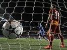 Samuel Eto'o (v modrém) slaví gól Chelsea proti Galatasaray.