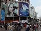 Především ve velkých městech se Číňané pozvolna přizpůsobují západnímu způsobu