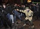 Střety proruských a proukrajinských demonstrantů se v Doněcku neobešly bez...