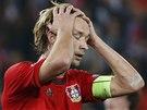 TO JSEM ZPACKAL! Simon Rolfes, kapit�n Leverkusenu, lituje zahozen� penalty