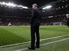 OHROŽENÝ TRENÉR. David Moyes, kouč Manchesteru United, před zápasem s